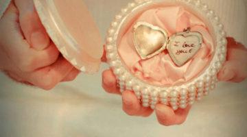 8 Kado Terindah Untuk Sang Kekasih