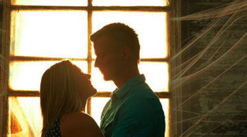 Efek Luar Biasa dari Sebuah Pelukan Suami Istri