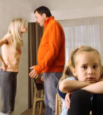 Jangan Bertengkar di depan anak di kategori Parenting